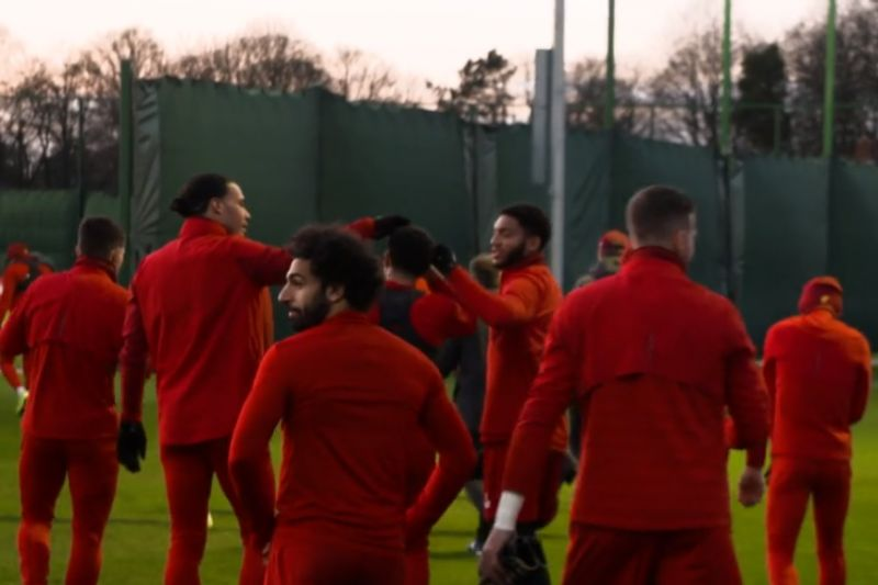 (Video) Gomez & van Dijk wind up Trent over his hair in Liverpool training at Melwood