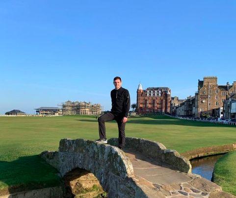 Van Dijk winds up Robertson for his golf-trip holiday
