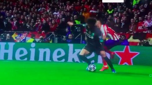 (Video) Ridiculous decision made against Salah sums up strange refereeing