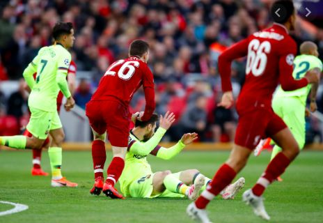 Andy Robertson clears up the Messi v Ronaldo debate…