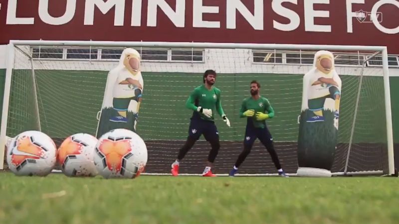 (Video) Alisson receives celebrity treatment as he trains with Fluminense