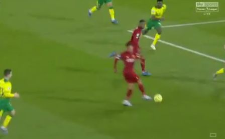 (Video) Firmino must have magnets in his boots to pull off this outrageous skill