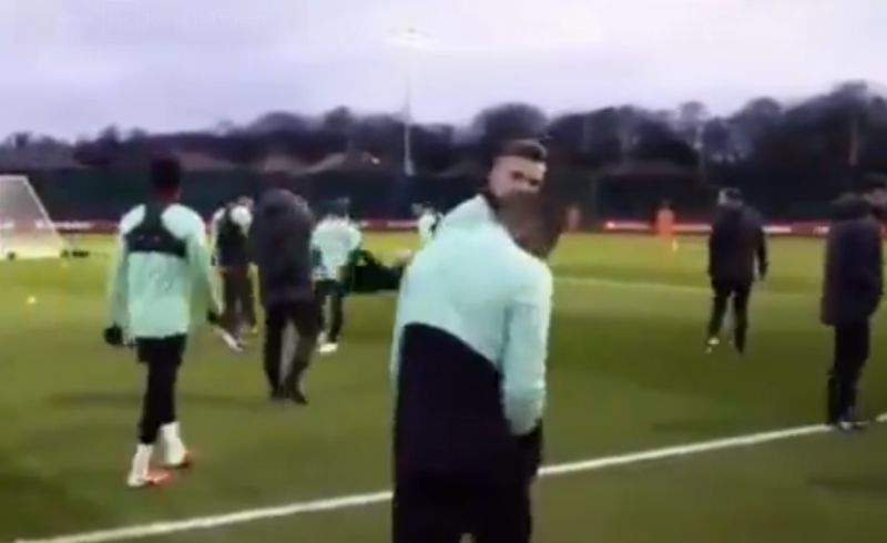 (Video) Wijnaldum tells Hendo he's signed new contract in training