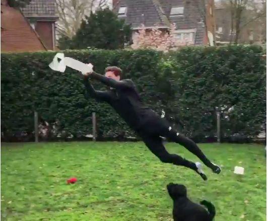 (Video) Westerveld provides goalkeeper's take on #StayAtHomeChallenge…