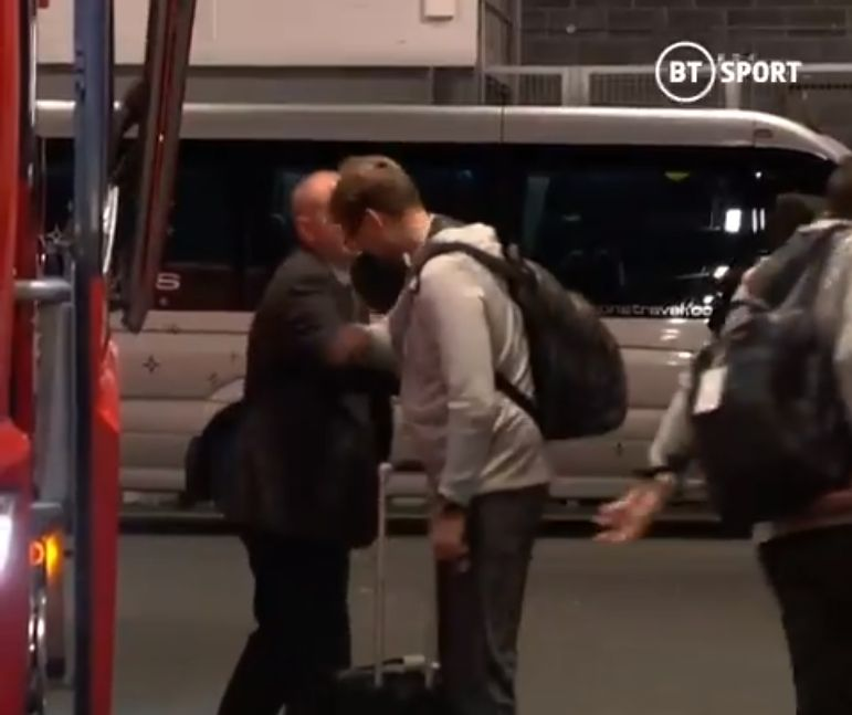 (Video) Klopp finds quirky way to avoid handshakes amid Coronavirus concerns