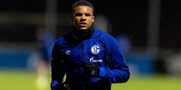 Liverpool contact Schalke defender ahead of possible transfer – and it's not Kabak