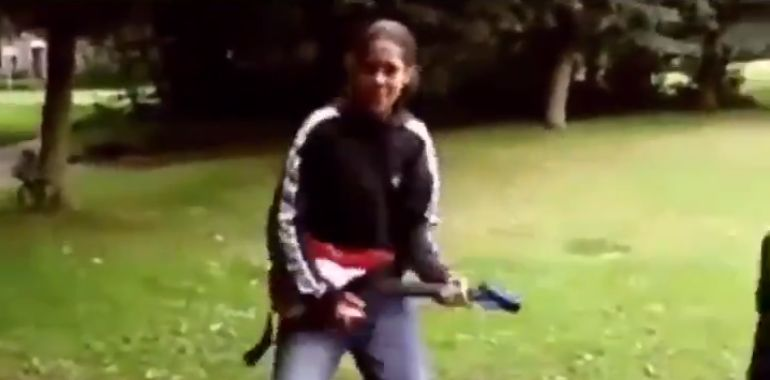 (Video) Hysterical clip of a young van Dijk playing the guitar emerges online