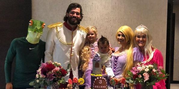 (Photo) Alisson dresses up as Prince Charming for daughter's birthday in isolation