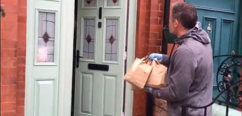 (Video) Carra helps out with non-league club delivering lunch to elderly & vulnerable in Merseyside