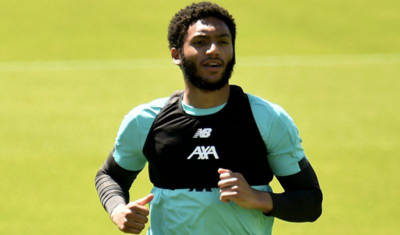 Gomez enjoying 'freedom' of not having to get a haircut & feels 'pressure' to look good lifted