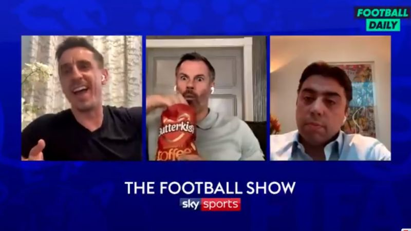 (Video) Carra hilariously scoffs crisps as Neville squirms on Zoom