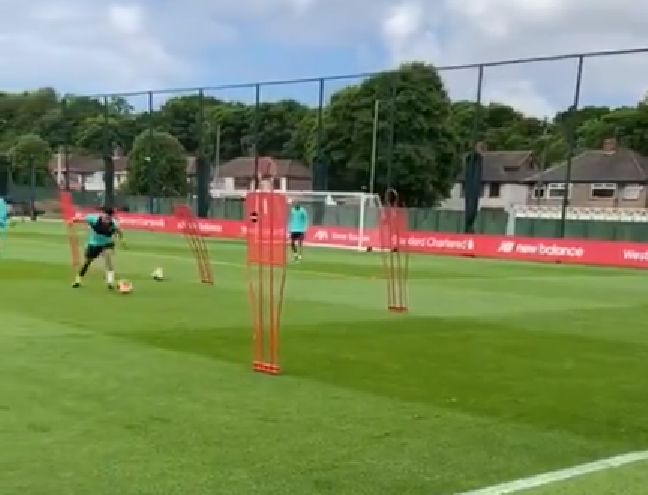 (Video) Ox looks unbelievably sharp in rapid Liverpool training routine