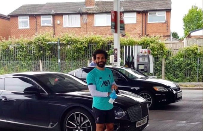 (Photo) Mo Salah goes viral for random act of kindness at Liverpool supermarket