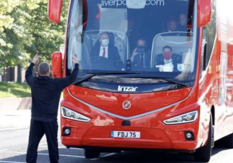 (Images) Man. City fans try to stop Liverpool's bus on way to Etihad