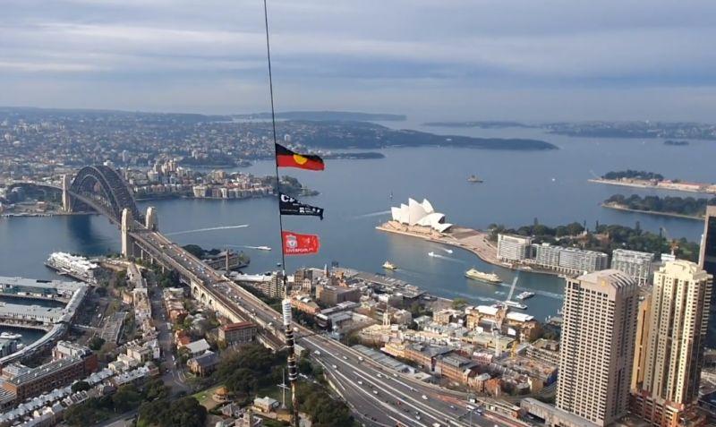 (Video) Liverpool fan flies flag over Sydney using a massive crane