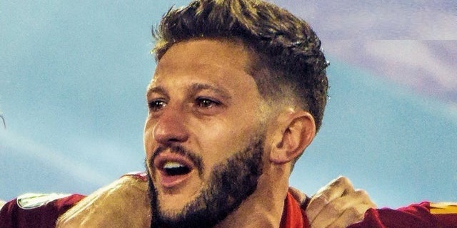 (Photo) Teary-eyed Lallana during his final YNWA at Anfield will break LFC fans' hearts