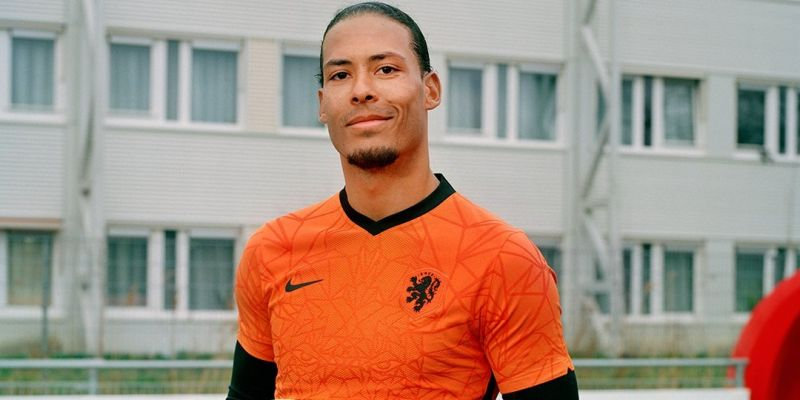 (Video) Van Dijk hollering instructions at Dutch team-mates shows unbelievable communication and leadership qualities