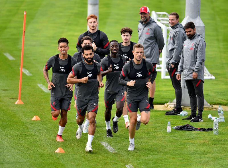 (Photo) Henderson trains with Liverpool squad ahead of Premier League opener