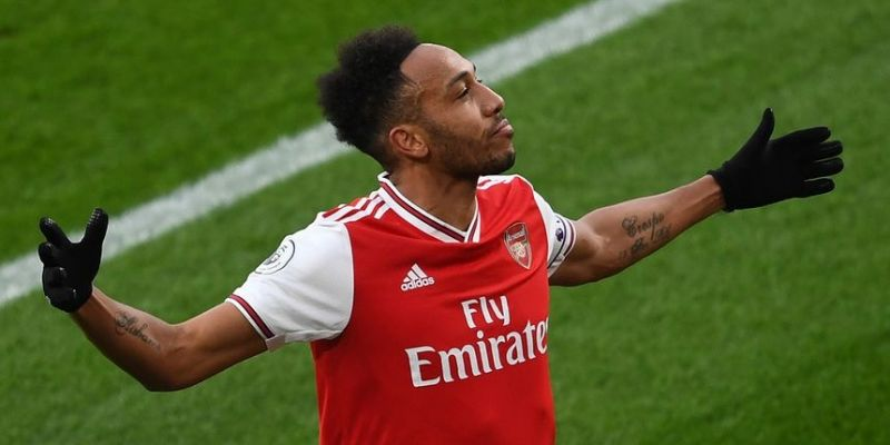 Arsenal star Aubameyang likes tweet stating he deserves to play for Liverpool