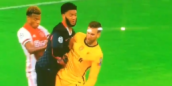 (Video) Adrian tackles Joe Gomez and central defender is quite confused