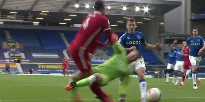 (Image) Referee admits to big Pickford mistake in Merseyside derby