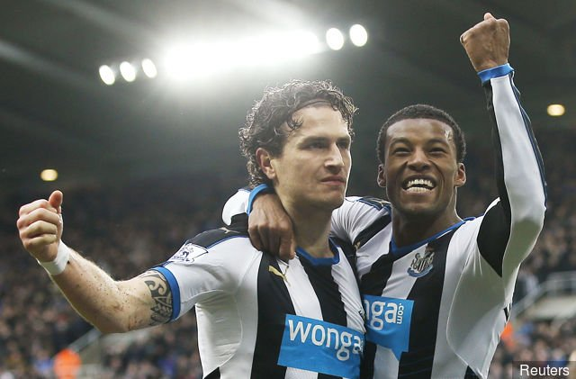 Liverpool could sign Daryl Janmaat on a free after Gini Wijnaldum's glowing recommendation