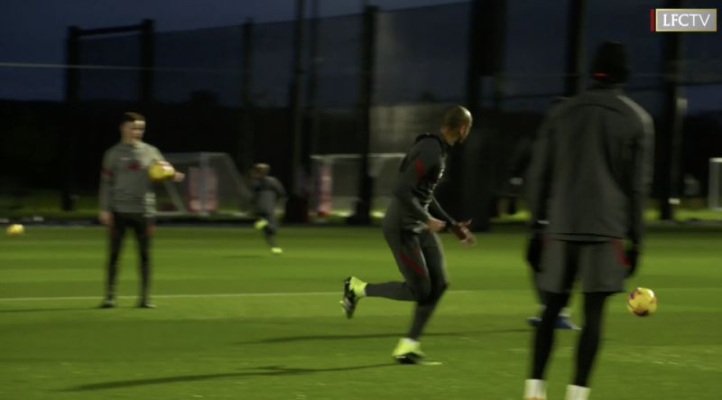 (Video) Fabinho sprinting in training and dominating rondos