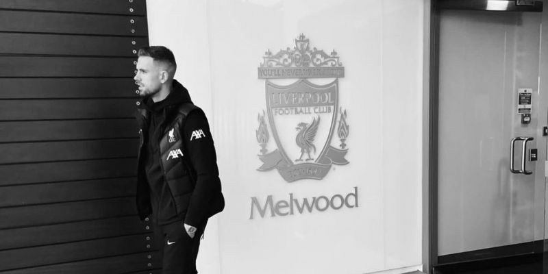 (Photos) Liverpool players and staff say emotional goodbye to Melwood