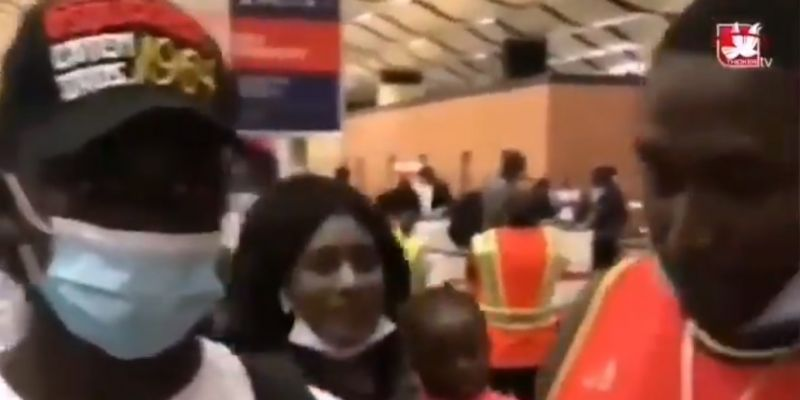 (Video) Fan tells Mane to stop passing to Salah; Liverpool star's reaction says everything