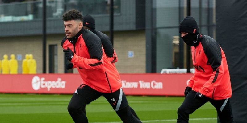 (Photo) Liverpool handed massive fitness boost as midfielder resumes training