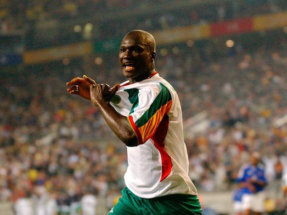 (Photo) Sadio Mane pays lovely tribute to Senegal World Cup hero Papa Boupa Diop