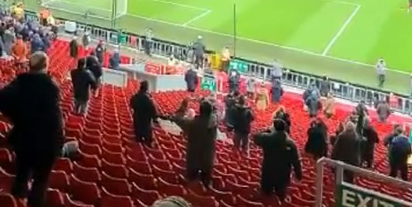 "(Video) Liverpool fans belt out ""campione"" as they take to the Kop for the first time in 270 days"