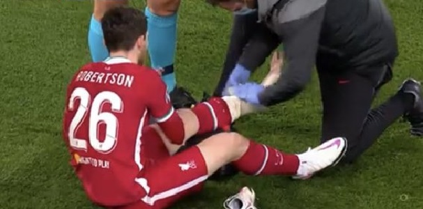 (Photo) LFC physio patches up warrior Andy Robbo as full-back picks up knock