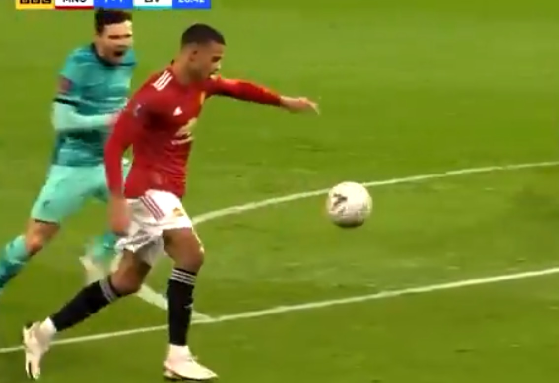 (Video) New angle of Greenwood goal shows Robbo's cheeky but futile attempt to put off United forward