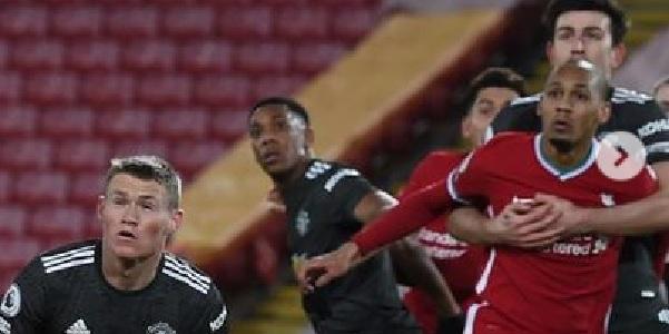 (Photo) Wijnaldum shares snap of Maguire impeding Fabinho in penalty area