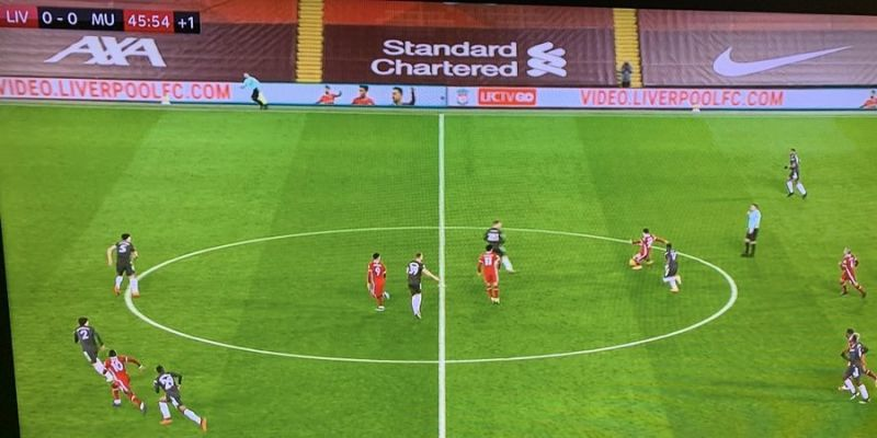 (Video) Shocking moment referee blows half-time whistle early despite Liverpool attack