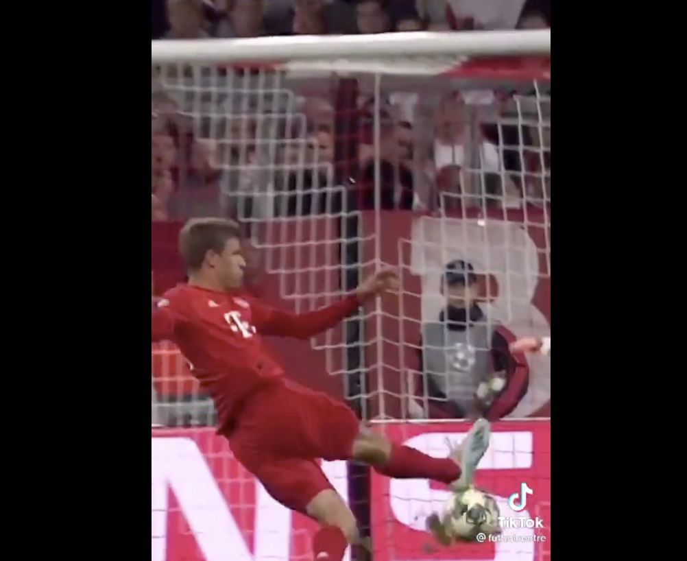 (Video) What Thiago was going for with that chipped freekick; Thomas Muller finished exact same pass