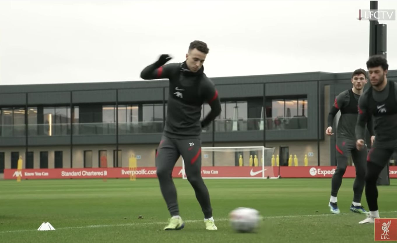 (Video) 'Good press!' Diogo Jota sharp in training and Robbo loves it