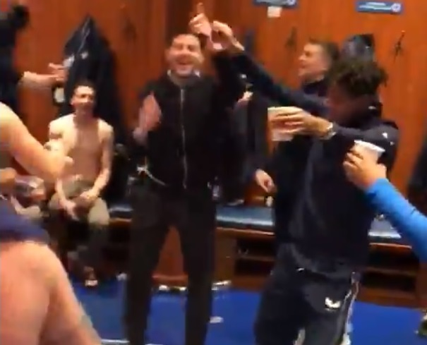 (Video) Gerrard joins Rangers players' celebrations in dressing room as club nears first title in decade
