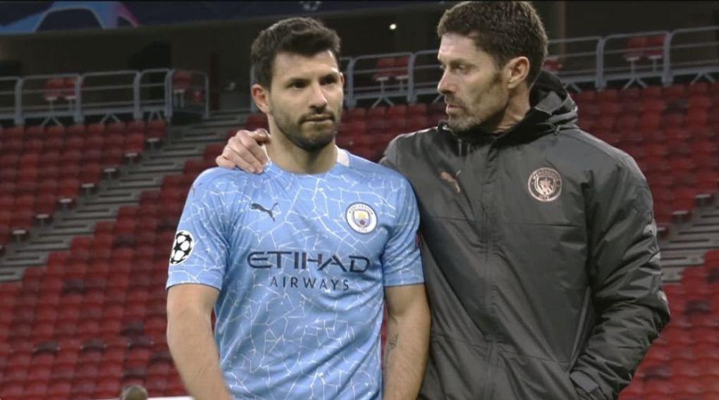 Aguero fuming because Man City players won't pass to him!