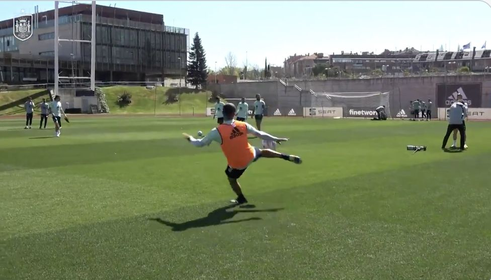 (Video) Thiago shows off beautiful technique and skills in Spain training