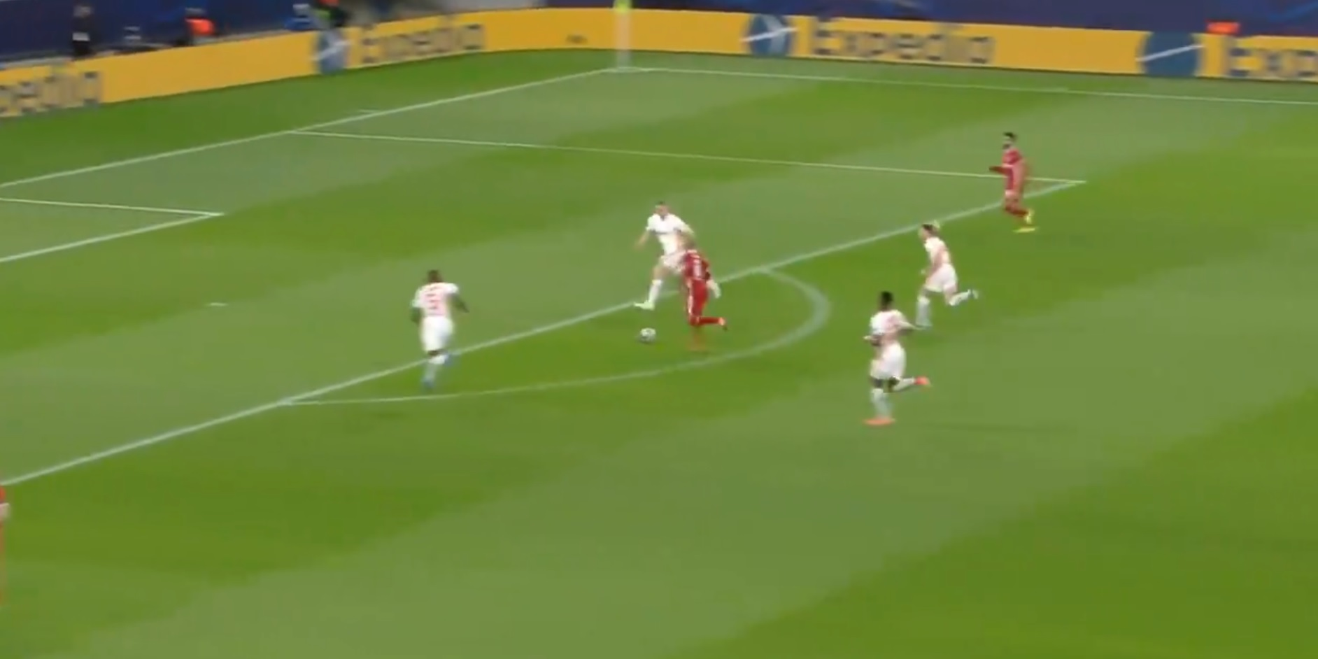 (Video) Thiago wastes golden goalscoring opportunity after silky interplay from Wijnaldum and Mane