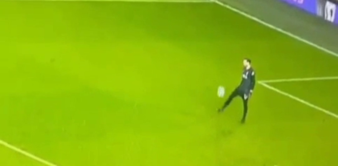 (Video) Liverpool goalkeeper Adrian randomly starts doing keepy-ups mid-game