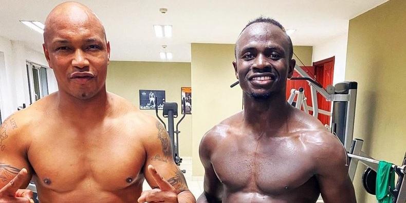 (Photo) Liverpool superstar Sadio Mane gets it all wrong with El Hadji Diouf snap