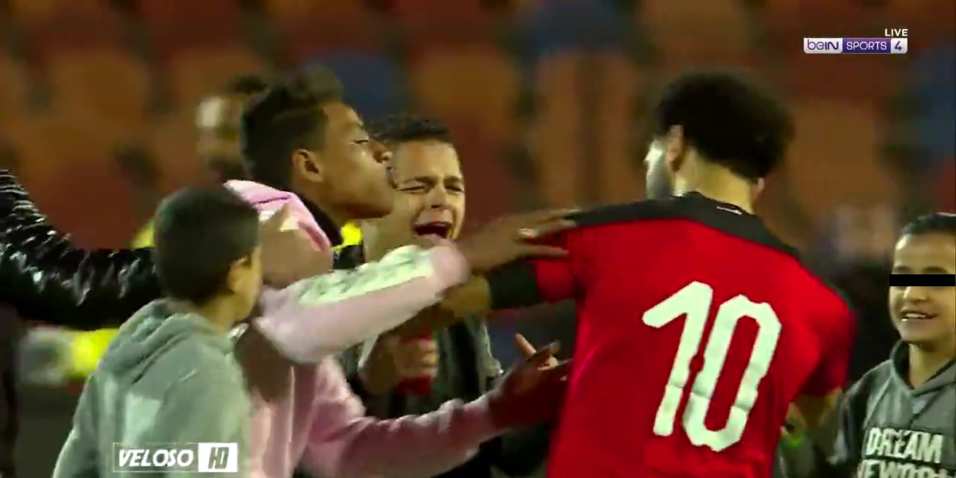 (Video) Visibly irritated Salah pushes away Egypt fans trying to kiss him & take selfies