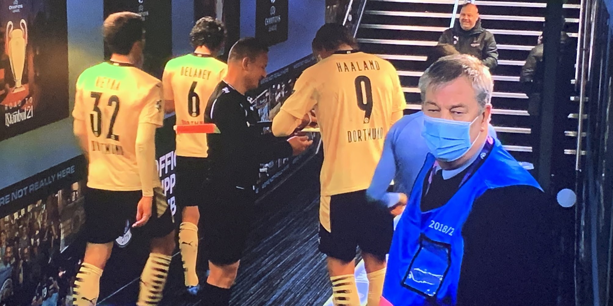 'Games gone' 'Why are people mad' – Fans react to lino asking Haaland for autograph after Dortmund-City UCL clash