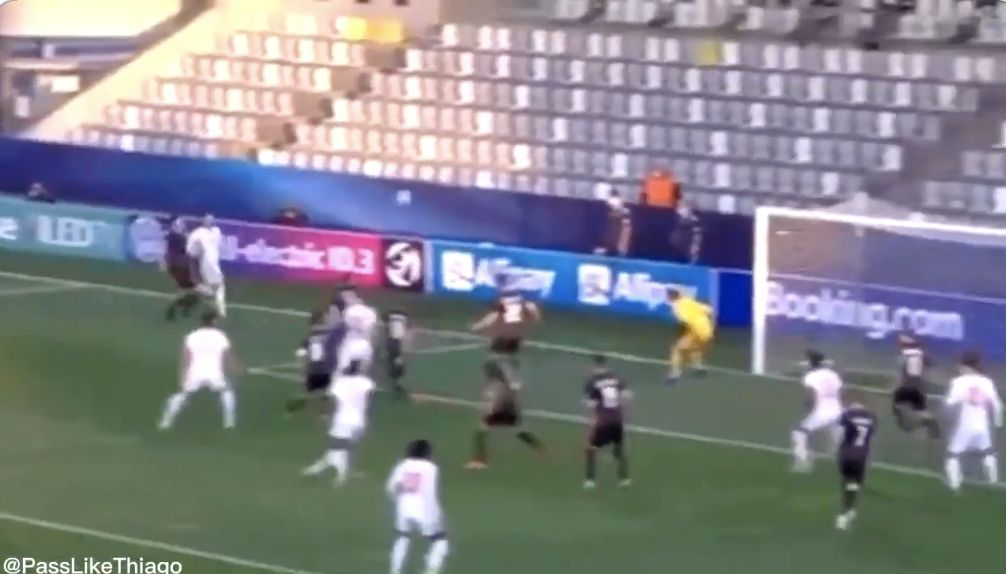 (Video) Curtis Jones pulled off a Ronaldinho move for England U21s that should've led to a goal