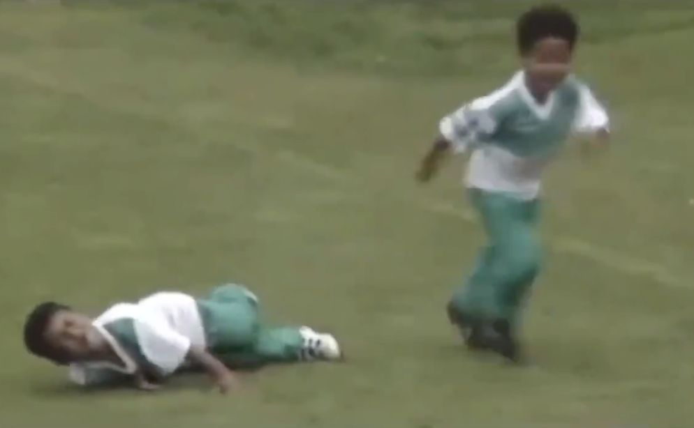 (Video) Thiago hacking his brother aged 4 proves tackling has always been an issue…