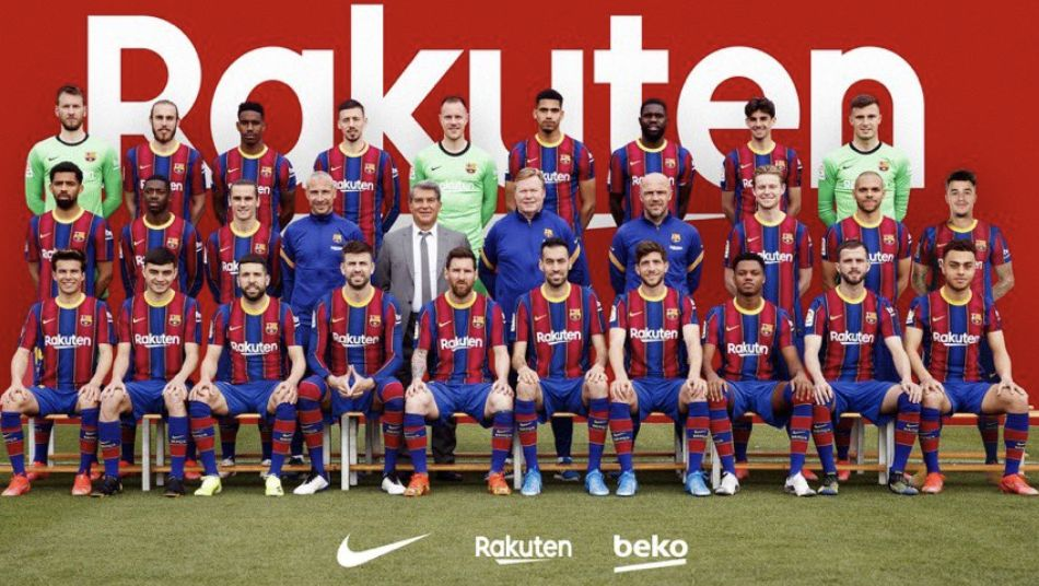 (Image) Barcelona have to photoshop Coutinho into squad photo and internet goes mad