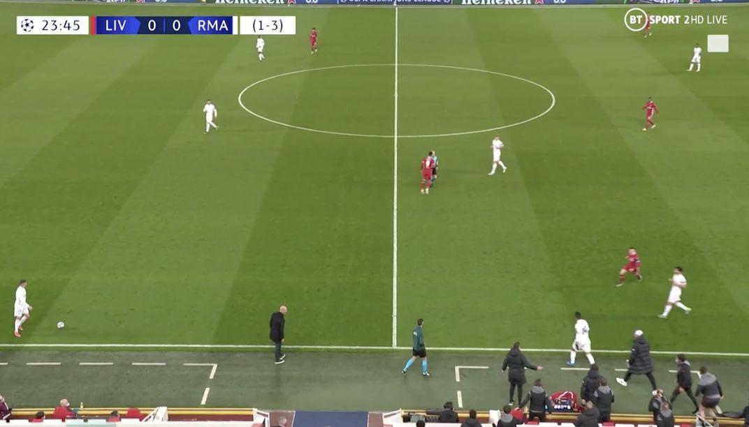 (Video) Casemiro's reckless lunge sees Jurgen Klopp tear out the dugout